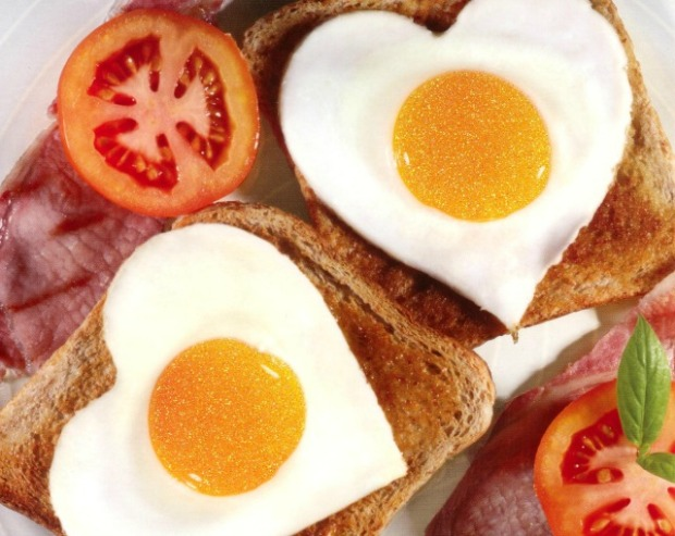 heart-shaped-over-easy-eggs-on-tosat